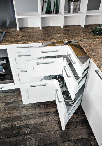 Meuble d'angle Space corner sur modèle de cuisine Aravis-Malmö