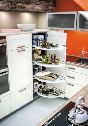 """Armoire d'angle de cuisine avec plateaux """"Le Mans"""" sur cuisine Érié"""