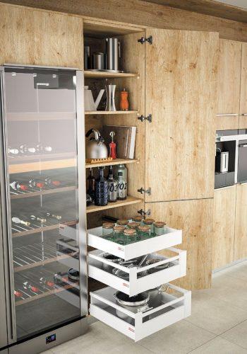 Armoire avec tiroir et casserolier à l'anglaise sur cuisine Méribel-Véga