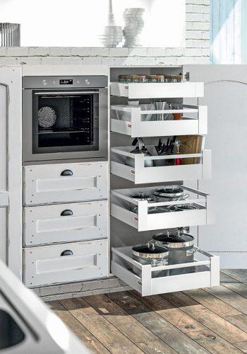 Armoire avec tiroir et casserolier à l'anglaise sur cuisine Roma-Brindisi
